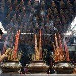 Asiaplus-Voyages-Vietnam-priere-a-la-pagode2
