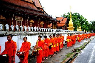 Asiaplus-Voyages-Laos-Bonzes1