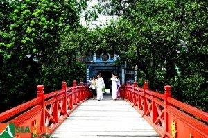 Asiaplus-Voyages-Hanoi-lac-Hoan-Kiem-Templet-Ngoc-Son