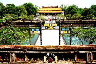 Asiaplus-Voyages-Vietnam-Hue-mausolee-Citadelle