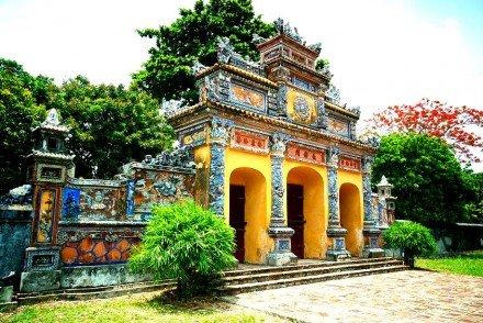 Asiaplus-Voyages-Vietnam-Hue-mausolee-Citadelle2