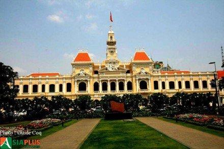Asiaplus-Voyages-Vietnam-Saigon-hotel-de-ville